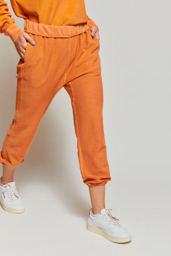 Rolled up sweatpant orange